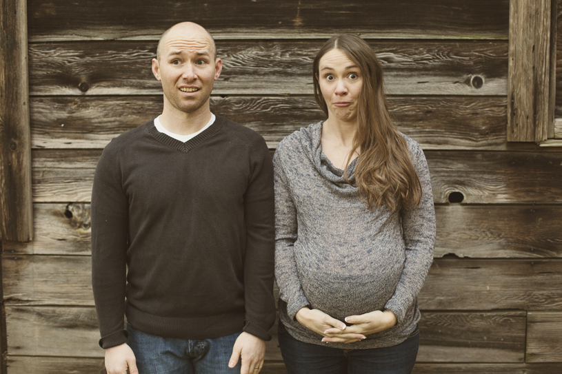 goofy-maternity-husband-and-wife-photos